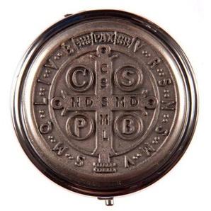 Pyxide pour eucharistie. Pyx. Croix de St. Benoît.Custode à hostie.